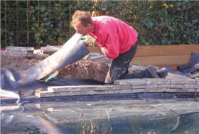 Vijverranden afwerken met verschillende materialen velda for Vijverrand maken