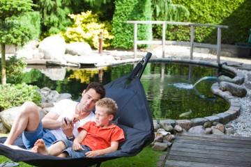 Relaxer au bord du bassin