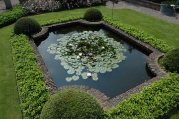 Ein Teich im englischen Stil